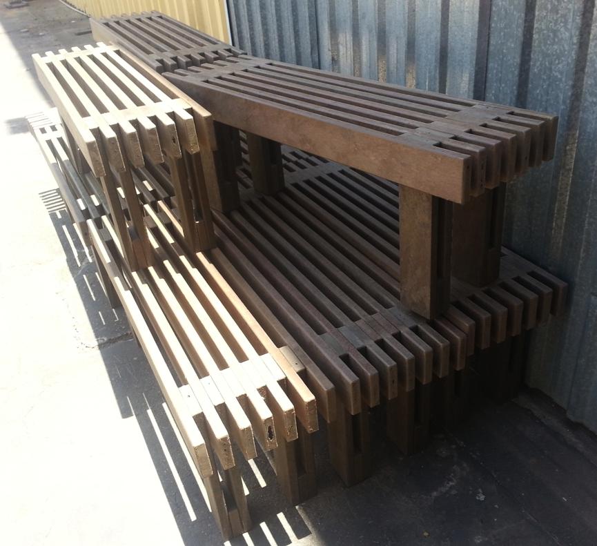 da madeira plástica é aproximadamente 40% superior ao da madeira